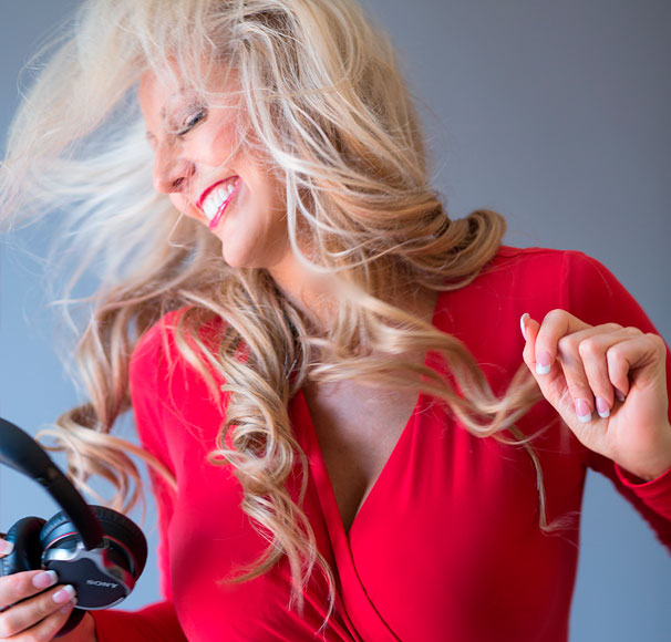 Photo of Dr. Susan Spicer, neuroscientist, psychologist and founder of Brainwave Technologies dancing with headphones